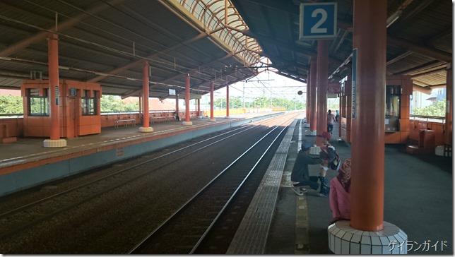ジャカルタ 鉄道 プラットフォーム