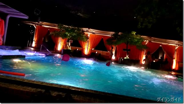 The pool 1001 Hotel 奥のプール