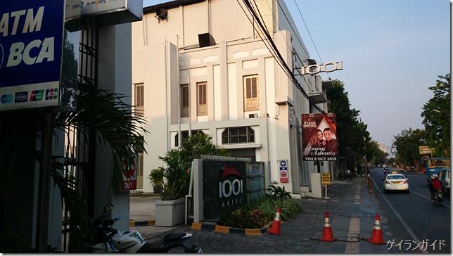 1001 Hotel 道路沿い