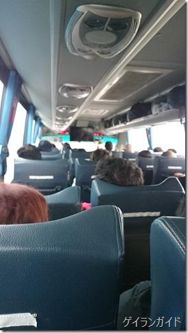 パタヤ行きバス車内