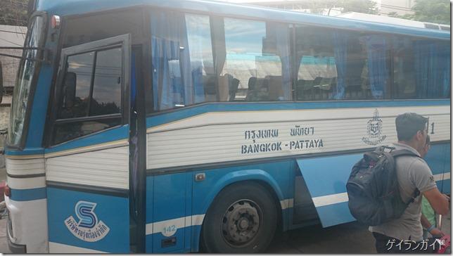 パタヤからバンコク行きのバス
